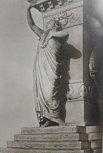 """La """"Norma"""" mensionata dall'autore del libretto F. Palazzolo-Drago, tratta dal Particolare del Monumento a Vincenzo Bellini, a Catania."""
