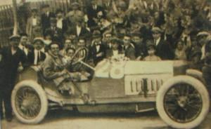 Il conte Giulio Masetti, vincitore della XII Targa Florio, in una cartolina originale dell'epoca
