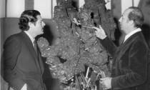 Torino, 1961. Dx lo scultore Umberto Mastroianni con il nipote attore Marcello Mastroianni