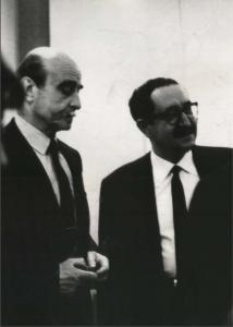 sx Lucio Fontana con Giuseppe Consoli, Milano - Galleria Pagani, 1963
